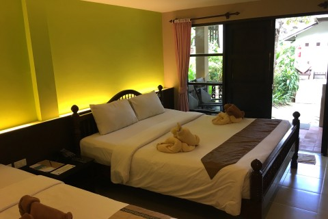 Chaweng Garden Beach Resort has simple and comfortable rooms.