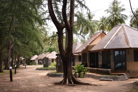 Newer concrete bungalows at Ao Molae.