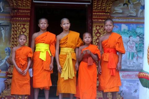 Welcoming monks in Pak Tha.