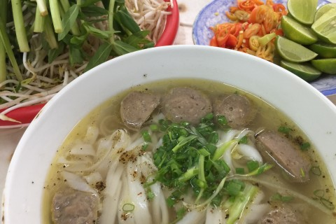 <i>Bo vien</i>, grey squeaky meatballs, at Pho Le.