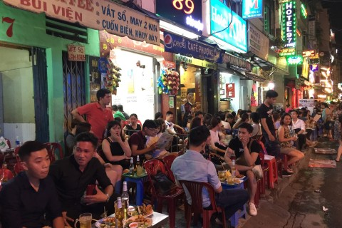 A quiet night on Bui Vien.