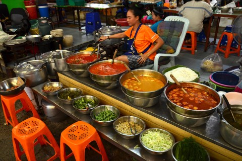 Good meals are always on offer at Mae Kim Heng Market.
