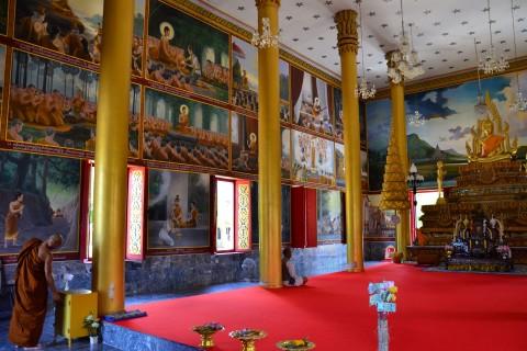 Wat Burapharam's interior.