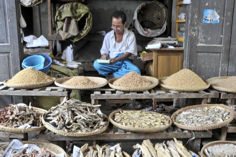 A Monywa market scene. Photo taken in or around Monywa, Burma_myanmar by Mark Ord.