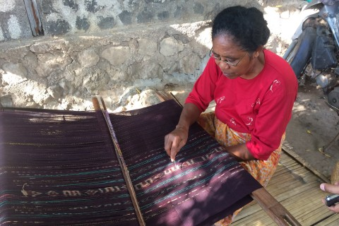 Traditional weaver in Desa Bungamuda. Photo taken in or around Lembata, Indonesia by Stuart McDonald.