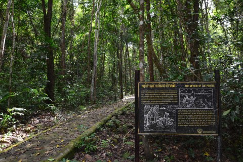 Information is quite well presented. Photo taken in or around Ao Talo Wao historical trail, Ko Tarutao, Thailand by David Luekens.