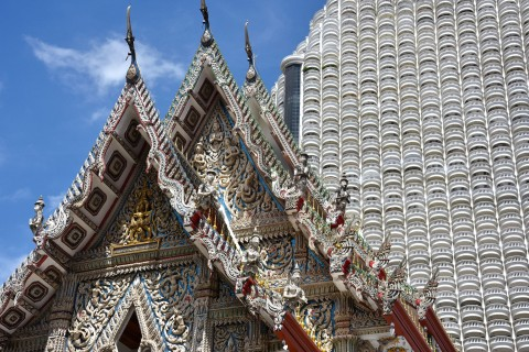 Contrasts at Wat Suan Phlu. Photo taken in or around Lesser-known Bangkok temples, Bangkok, Thailand by David Luekens.