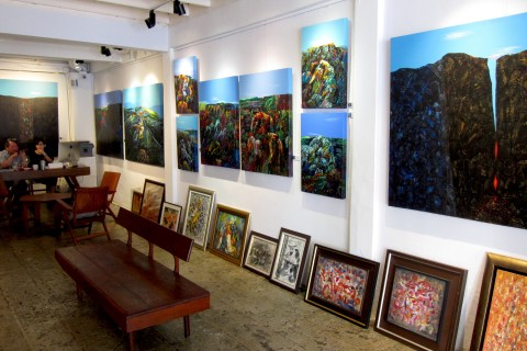 Sathorn 11 Art Space: includes a cool bar. Photo taken in or around Contemporary Bangkok galleries worth a look-see, Bangkok, Thailand by David Luekens.