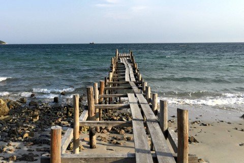 A lonely pier on Bai Ong.