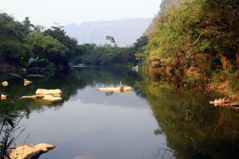 Take a float at Tha Falang.