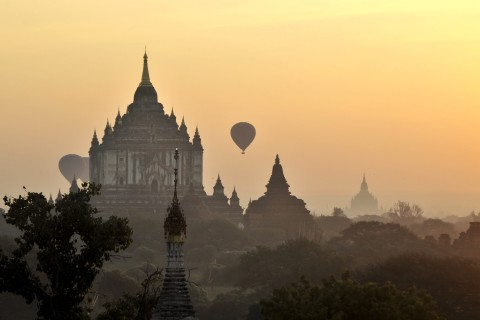 That Byinnyu Phato, one of Bagan's great monuments.