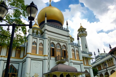 The beautiful Sultan Mosque or Masjid Sultan.